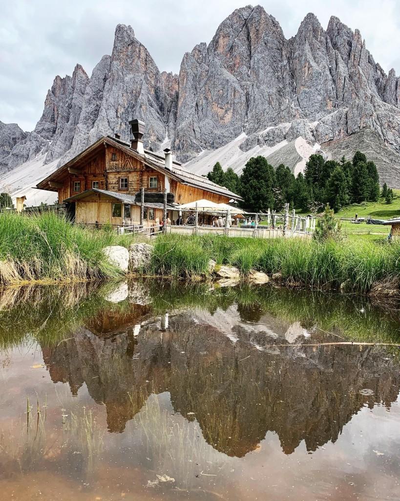 Refugio-Geisleralm-Dolomites